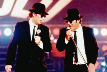 WIRED, from left: Gary Groomes as Dan Aykroyd, Michael Chiklis as John Belushi, 1989 © Taurus Entertainment